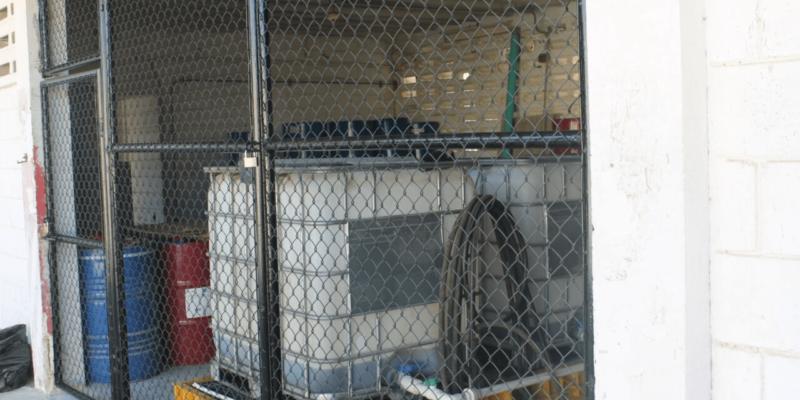Cerramiento malla eslabonada cuarto de aceites