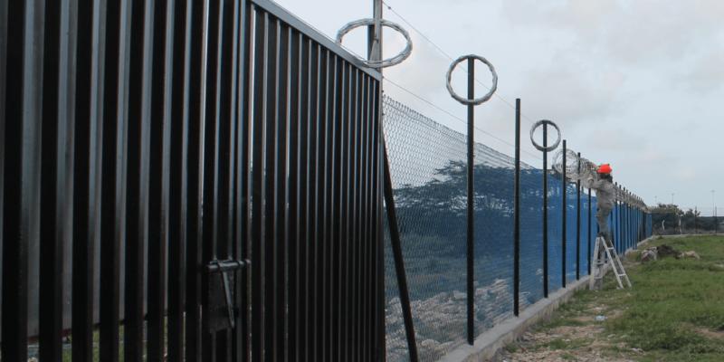 Portón cerramiento perimetral malla eslabonada