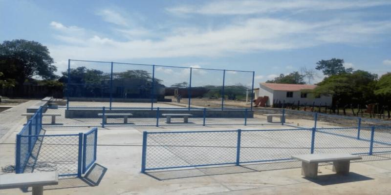 cerramiento y modulo en malla eslabonada parque
